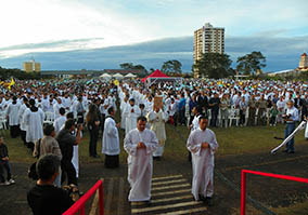 Pátio do Colégio São Francisco recebeu grande público para as celebrações do Corpus Christi