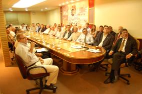 Empresários da ACIA na reunião com o agente fiscal do estado