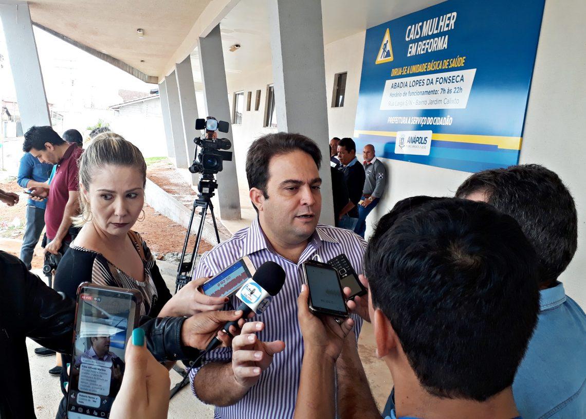 Prefeito Roberto Naves detalha plano emergencial na saúde