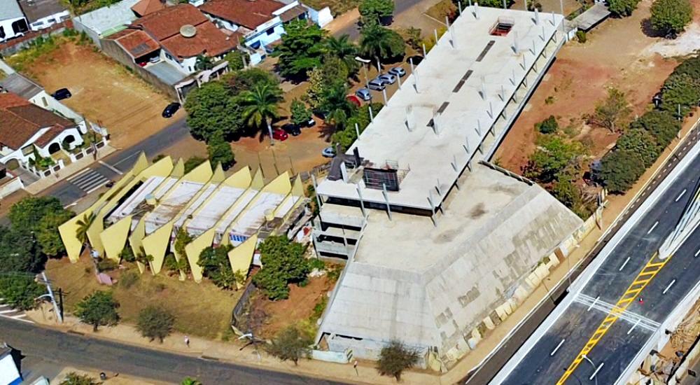 Prédio inacabado da Câmara Municipal de Anápolis
