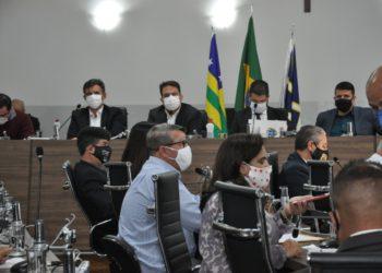 Compromisso contou com a presença do prefeito Roberto Naves e do secretário municipal da Fazenda