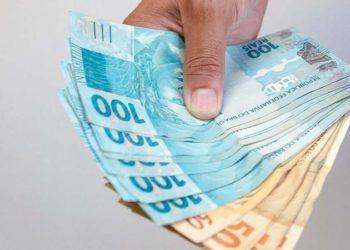 Os brasileiros aprovados para receber o auxílio emergencial de R$ 600 que fazem aniversário em fevereiro podem sacar a partir desta segunda-feira (1º) a segunda parcela do benefício
