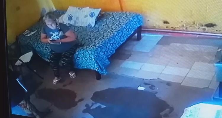 Imagens da câmera de segurança mostram autor e vítima antes do crime
