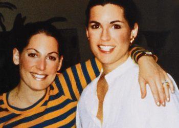 (Susan G. Komen com a irmã Nancy Brinker)