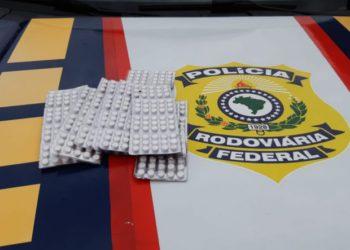 Comprimidos de rebite estavam no interior do veículo (Foto: divulgação/PRF)