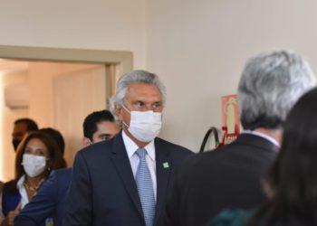 Caiado alerta população para manutenção do uso da máscara e distanciamento social (Foto: Jucimar de Sousa/Mais Goiás)