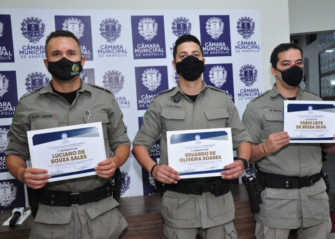 Os PMs Luciano, Eduardo e Fábio receberam a Moção de Aplauso do Legislativo (Foto: Divulgação)
