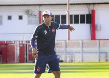 Com Wagner Lopes demitido, Higo Magalhães é quem comanda o Tigre no clássico (Foto: Comunicação/VNFC)