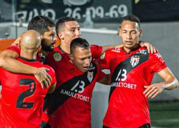 Dragão conquistou três pontos fora de casa diante do Santos (Foto: ACG)