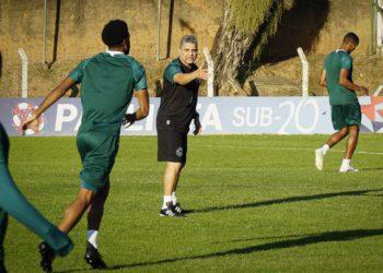 Treinador Marcelo Cabo estreia no comando do Goiás (Foto: GEC)