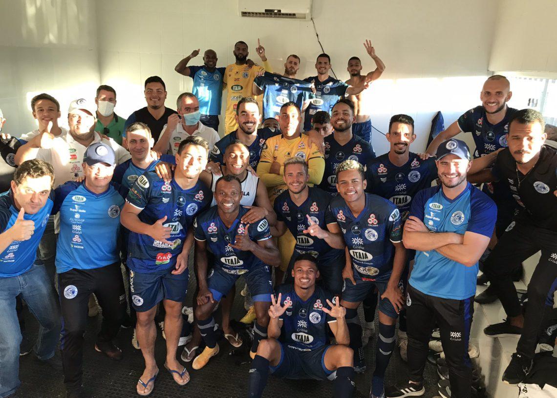 Azulão saiu vitorioso no clássico do Vale do São Patrício por 3 a 0 (Foto: Comunicação/Goianésia)