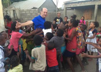 A Missão Vida oferece cerca de 1.000 vagas no programa de recuperação para homens em situação de rua e mais de 500 crianças e adolescentes são atendidas todos os meses no Brasil e na África. A equipe conta com mais de 200 pessoas.