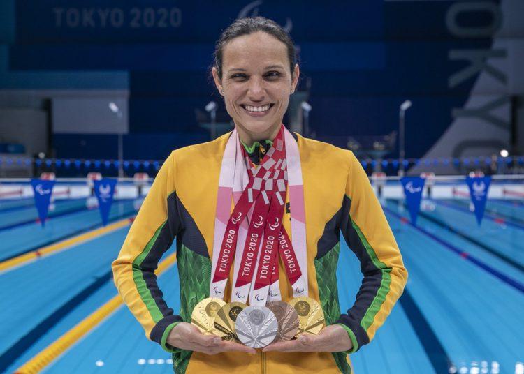 Carol Santiago abocanhou cinco medalhas na natação