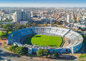 Estádio Centenário, no Uruguai, recebe a decisão entre Flamengo e Palmeiras